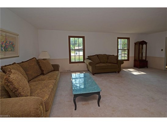 27346 Edgepark Dr, North Olmsted, OH - USA (photo 4)