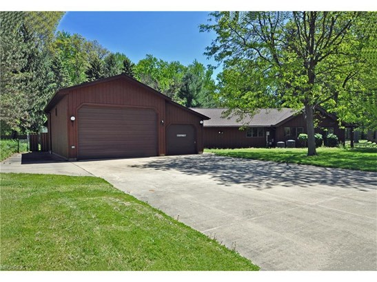 5495 Barton Rd, North Olmsted, OH - USA (photo 5)
