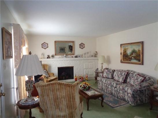 1465 Oakridge Dr, Ambridge, PA - USA (photo 4)