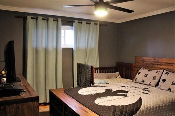 816 Lindenwood Dr, Castle Shannon, PA - USA (photo 4)