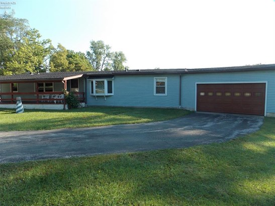 2585 Oak Harbor Rd., Fremont, OH - USA (photo 2)
