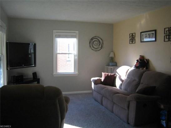 9402 Pinegrove Ave, Parma, OH - USA (photo 5)