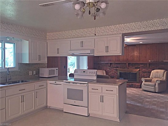 7433 Pinewood Dr, Middleburg Heights, OH - USA (photo 4)