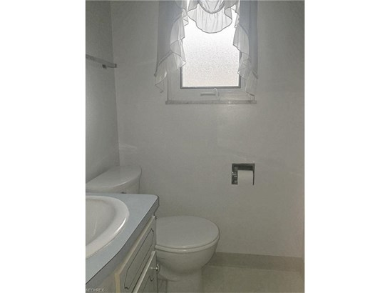 7433 Pinewood Dr, Middleburg Heights, OH - USA (photo 5)
