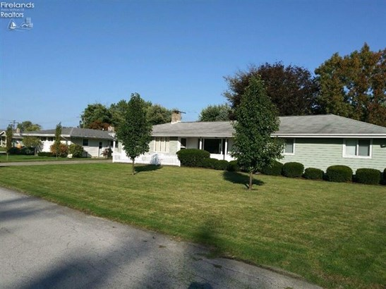 611 Greenfield Drive, Fremont, OH - USA (photo 2)