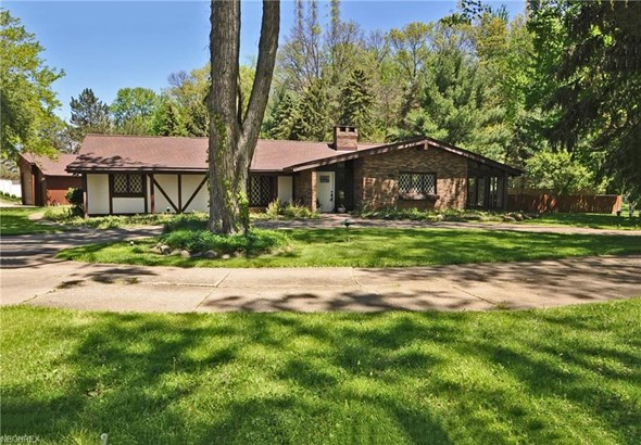 5495 Barton Rd, North Olmsted, OH - USA (photo 1)