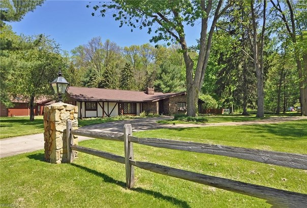 5495 Barton Rd, North Olmsted, OH - USA (photo 2)