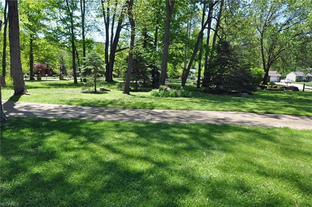 5495 Barton Rd, North Olmsted, OH - USA (photo 4)