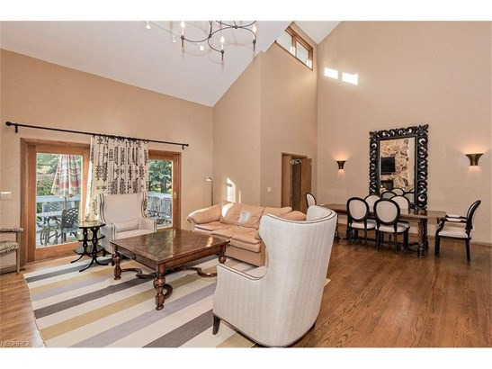 18 Kenwood Great Room with Vaulted Ceilings (photo 4)