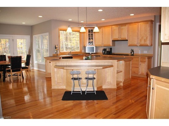 370 Regal Oaks Cir, Aurora, OH - USA (photo 2)
