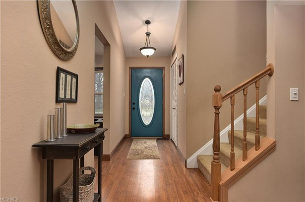 22285 Sycamore Dr, Fairview Park, OH - USA (photo 2)