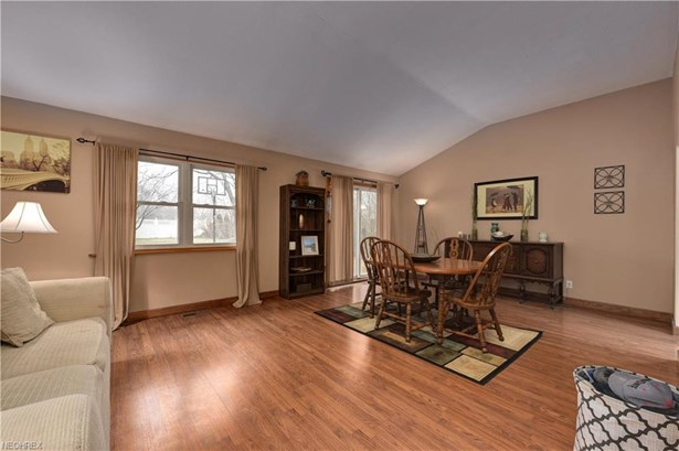 22285 Sycamore Dr, Fairview Park, OH - USA (photo 4)