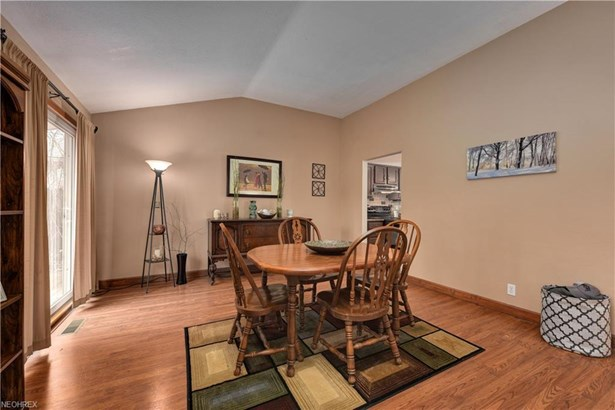 22285 Sycamore Dr, Fairview Park, OH - USA (photo 5)