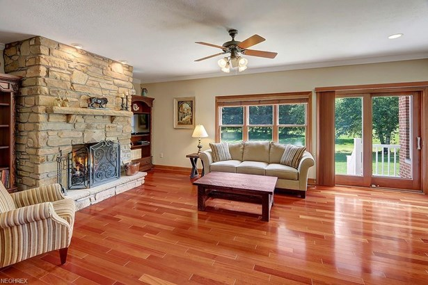 9735 Stafford Rd, Chagrin Falls, OH - USA (photo 3)