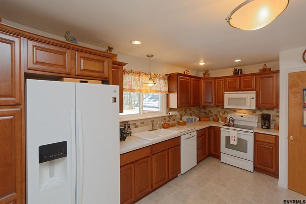 119 Guideboard Rd, Waterford, NY - USA (photo 5)