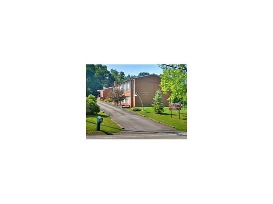 1021 Colonial Manor Road, North Huntingdon, PA - USA (photo 1)