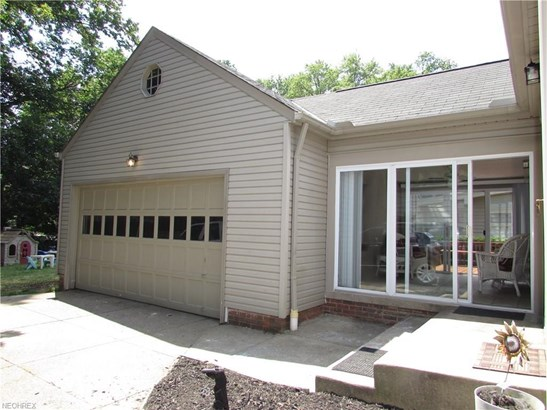 18971 Coffinberry Blvd, Fairview Park, OH - USA (photo 2)