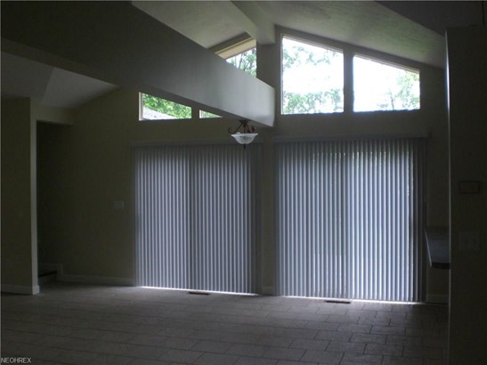 13950 Delaware Dr, Middleburg Heights, OH - USA (photo 5)