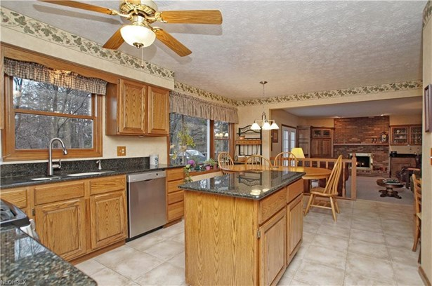 6845 Farview Rd, Brecksville, OH - USA (photo 5)