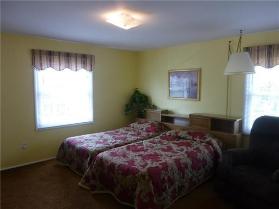 1564 King Charles Dr, Franklin Park, PA - USA (photo 5)