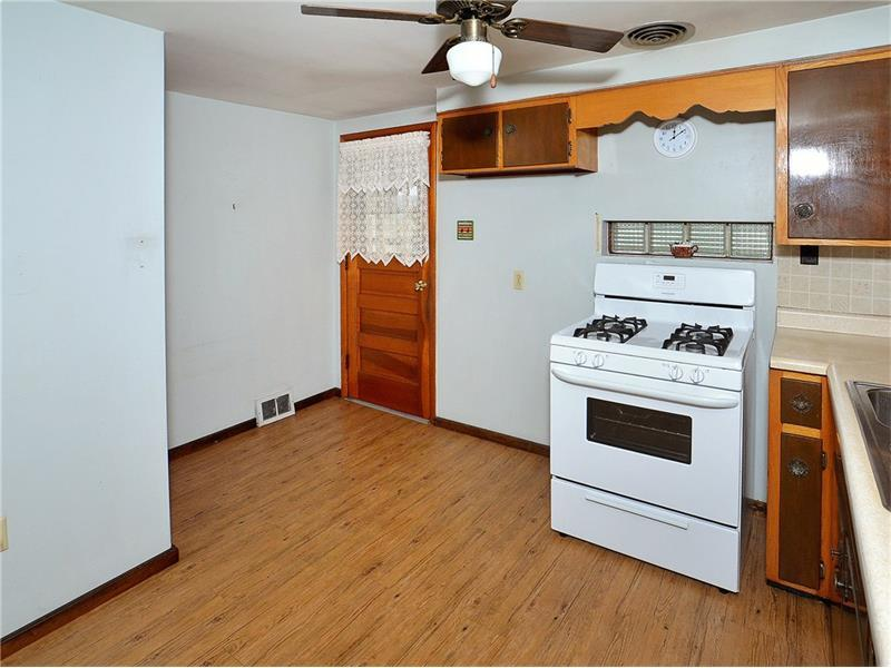 405 Fairview St, Jeannette, PA - USA (photo 5)
