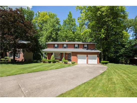 6723 Warrington Dr, North Olmsted, OH - USA (photo 2)
