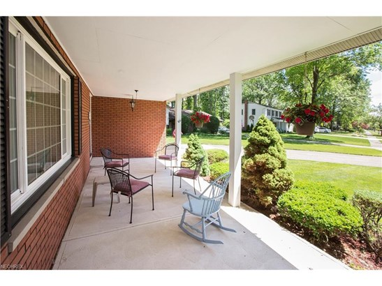 6723 Warrington Dr, North Olmsted, OH - USA (photo 5)