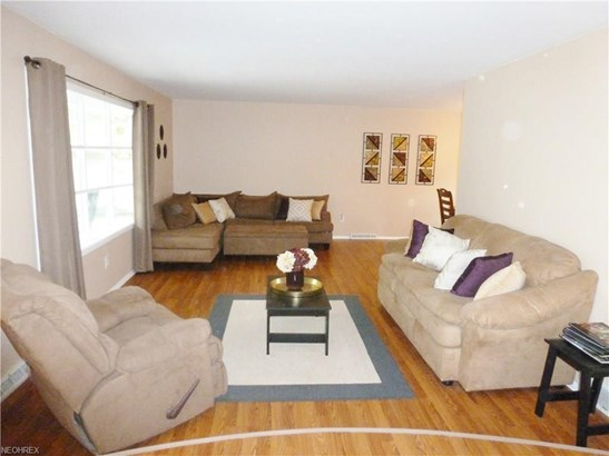 27647 Cottonwood Trl, North Olmsted, OH - USA (photo 4)