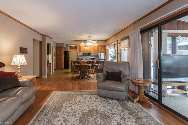 34840 Aspen Wood Ln, Willoughby, OH - USA (photo 5)