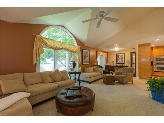 2883 Lamplight Ln, Willoughby Hills, OH - USA (photo 3)