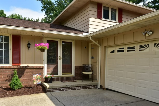 6792 Wood Creek Dr, Middleburg Heights, OH - USA (photo 2)