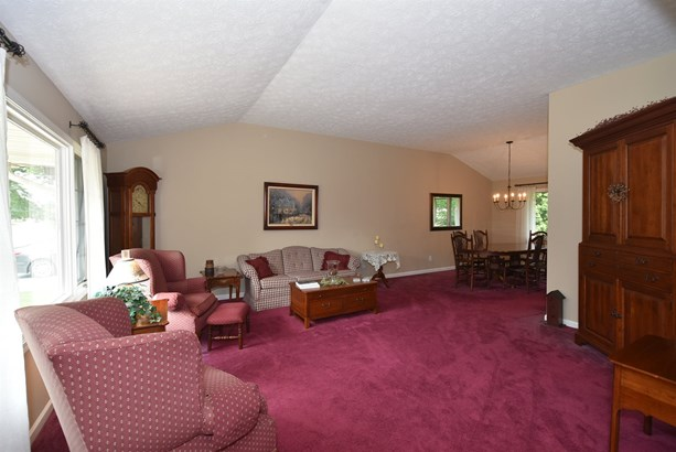 6792 Wood Creek Dr, Middleburg Heights, OH - USA (photo 5)