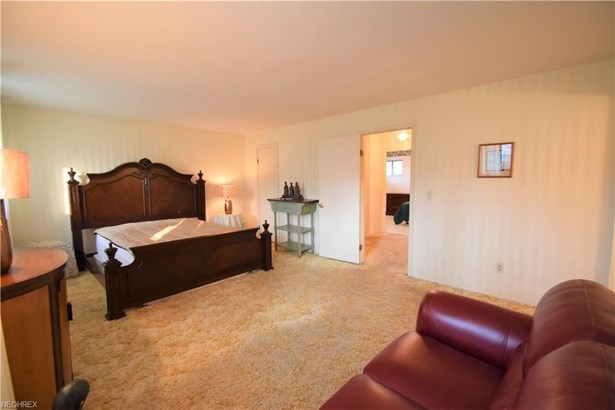 27892 Forestwood, North Olmsted, OH - USA (photo 4)