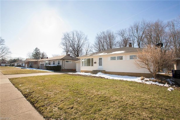 13495 Kathleen Dr, Brook Park, OH - USA (photo 2)