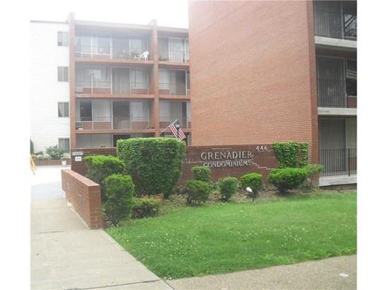 446 Hoodridge #107, Castle Shannon, PA - USA (photo 1)