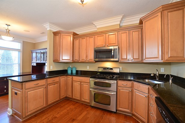 507 Gala Drive Canonsburg, PA 15317 - Granite counter tops, stainless still appliances and plenty storage provides a place for everything in the kitchen. (photo 5)