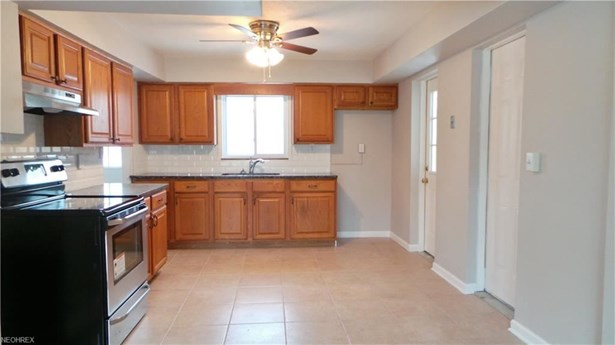 4786 Columbia Rd, North Olmsted, OH - USA (photo 4)