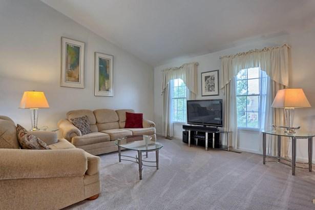 Living Room (1) (photo 5)