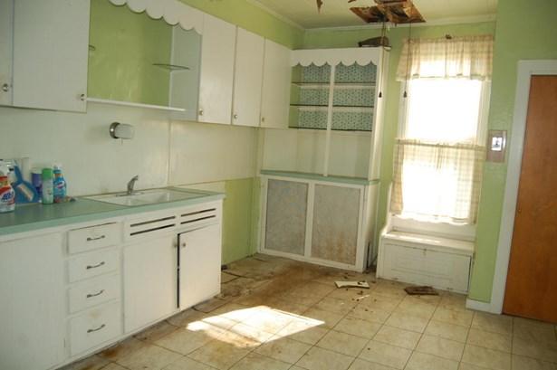 Unit 1 Kitchen (photo 3)