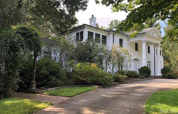 Colonial,2 Story,Traditional - Single Family Home,Colonial,2 Story,Traditional