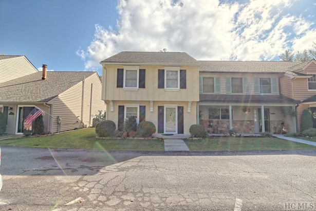 Townhouse/Condo,Traditional,1.5 Story - Traditional,1.5 Story