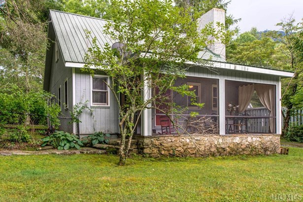 1.5 Story,Cape Cod, Single Family Home,1.5 Story,Cape Cod - Highlands, NC