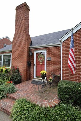 579 Mitchell Avenue , Lexington, KY - USA (photo 2)