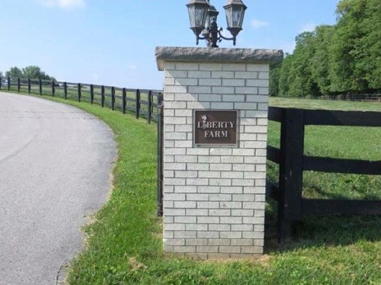 3945 Leestown Road , Midway, KY - USA (photo 2)