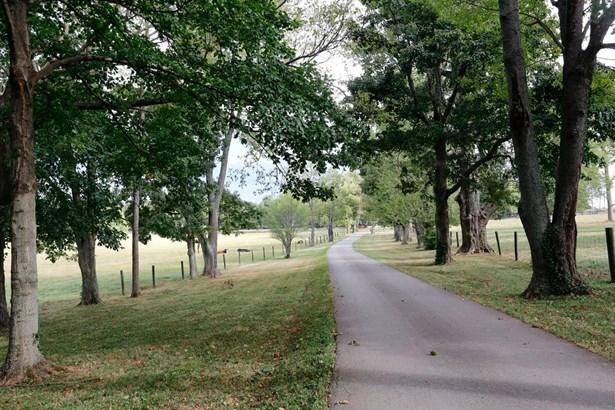 3660 Military Pike , Lexington, KY - USA (photo 2)