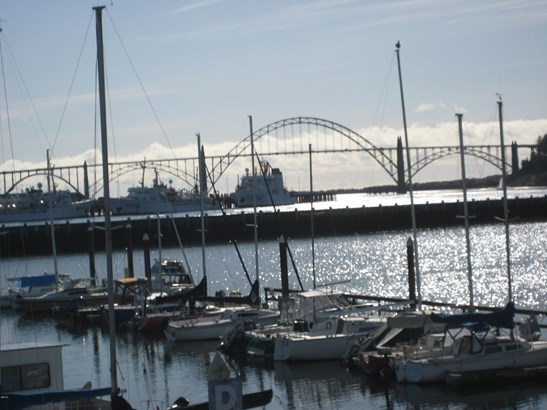 Residential - Condo or Townhome, Condo - Newport, OR