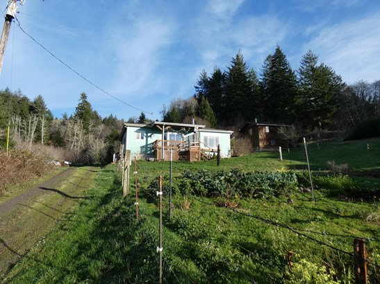 Traditional, Residential Single Family - Waldport, OR