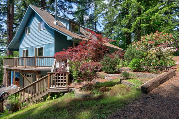 Traditional, Residential Single Family - Toledo, OR