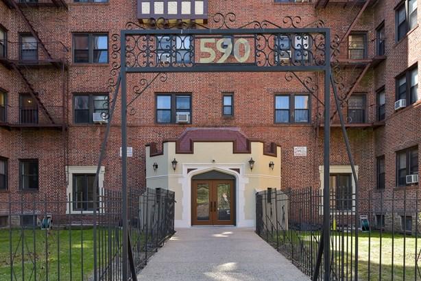 590 E Third Street 4l, Mount Vernon, NY - USA (photo 2)
