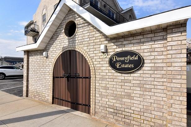 17 Pennyfield Avenue 17-2, Bronx, NY - USA (photo 1)